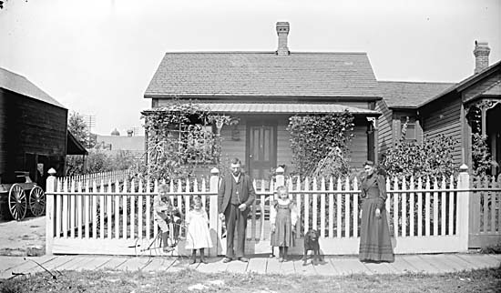 209 Harris Street. City of Vancouver Archives REF.#SGN 342