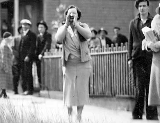 A woman jeers police during the Battle of Ballantyne Pier. City of Vancouver Archives #371-1126