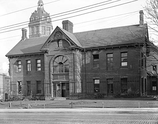 City Relief Office, ca. 1924. Photo: Stuart Thomson, City of Vancouver Archives #99-3427