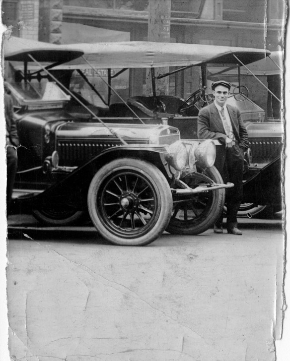Harry Hooper beside his car in 1911. City of Vancouver Archives #371-397