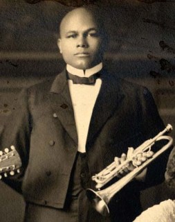 Frank Waldron, ca. 1925 when he was with the Wang Doodle Orchestra in Seattle. Photo courtesy Black Heritage Society of Washington State ##2001.14.2.16E (cropped)