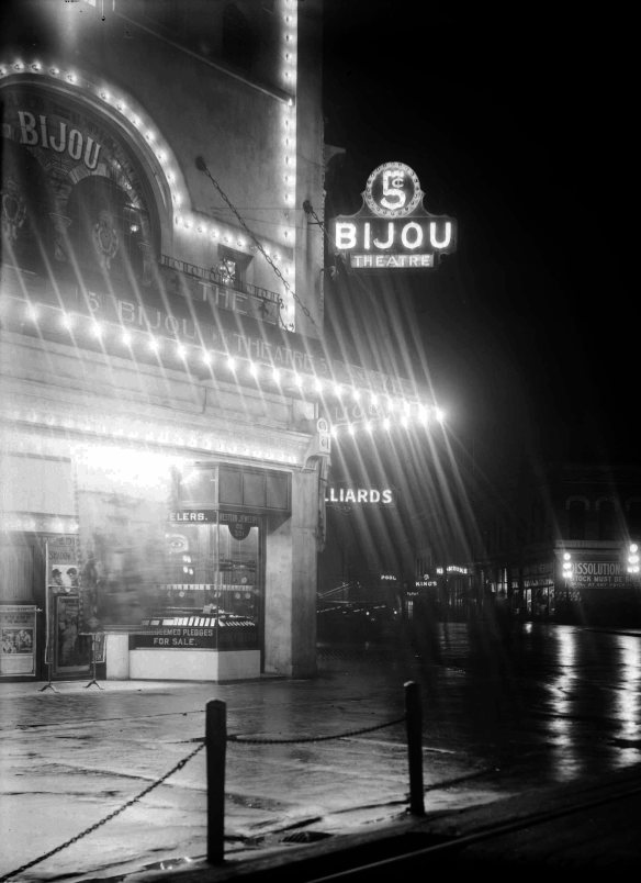 Bijou Theatre in 1913, after an expansion that took out part of the Louvre Hotel building. City of Vancouver Archives #LGN 995 (cropped)