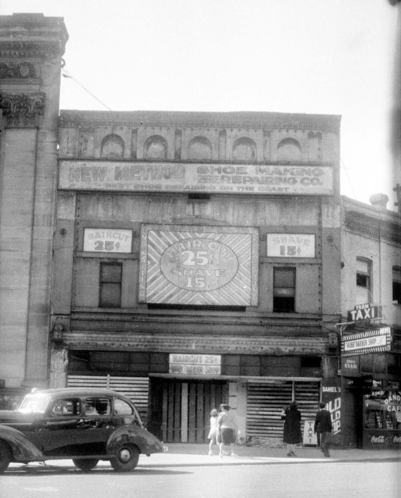 The Bijou Theatre building prior to demolition, 4 August 1940. Photo by Walter E Frost (cropped), City of Vancouver Archives #447-393